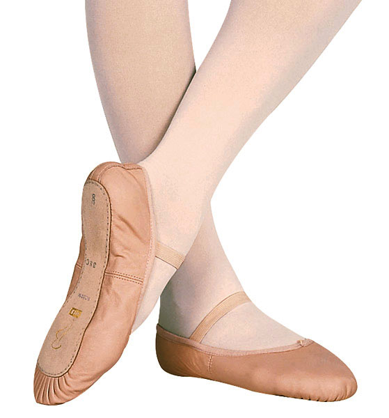 Perfect for girls' first ballet classes and recitals, Bloch's Glitterdust toddler ballet shoe features a supportive full leather sole and a flexible, leather upper that's covered with glitter. Reinforced stitching provides additional arch support.